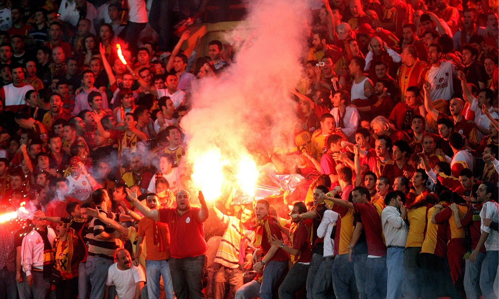 standoff of Fenerbahce and Galatasaray fans